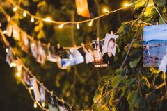 Světelné kolíčky na svatbě