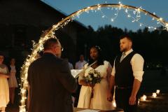 svatební obřad v noci