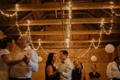 svetylka-mini-ve-stodole