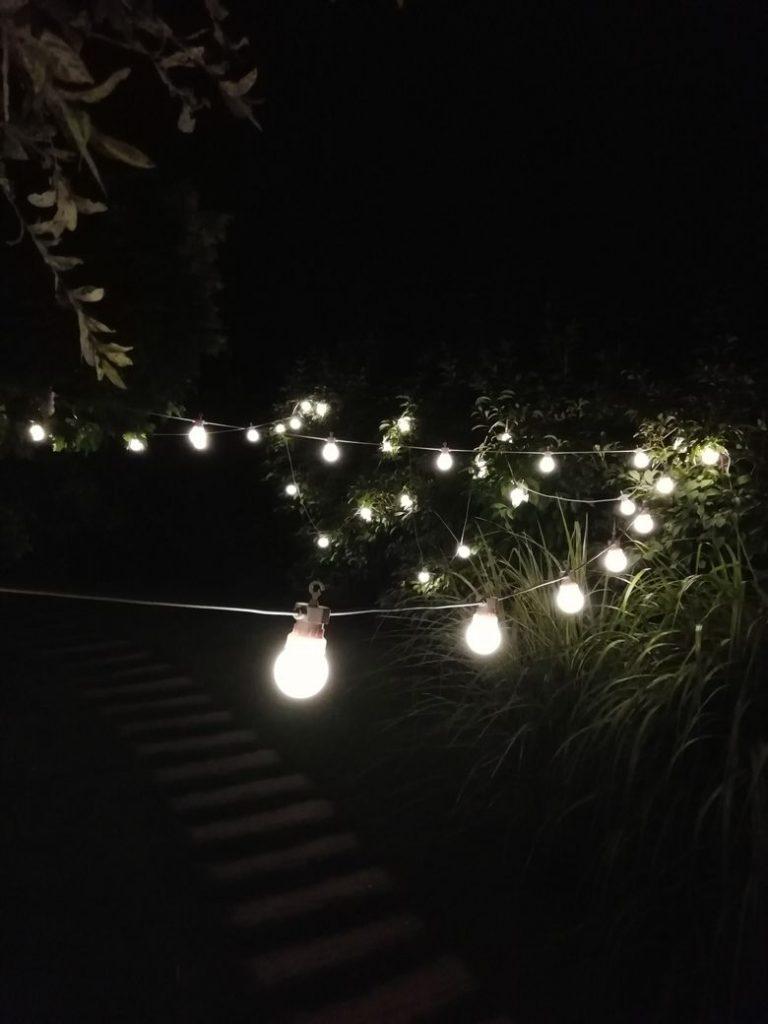 detail žárovkového řetězu