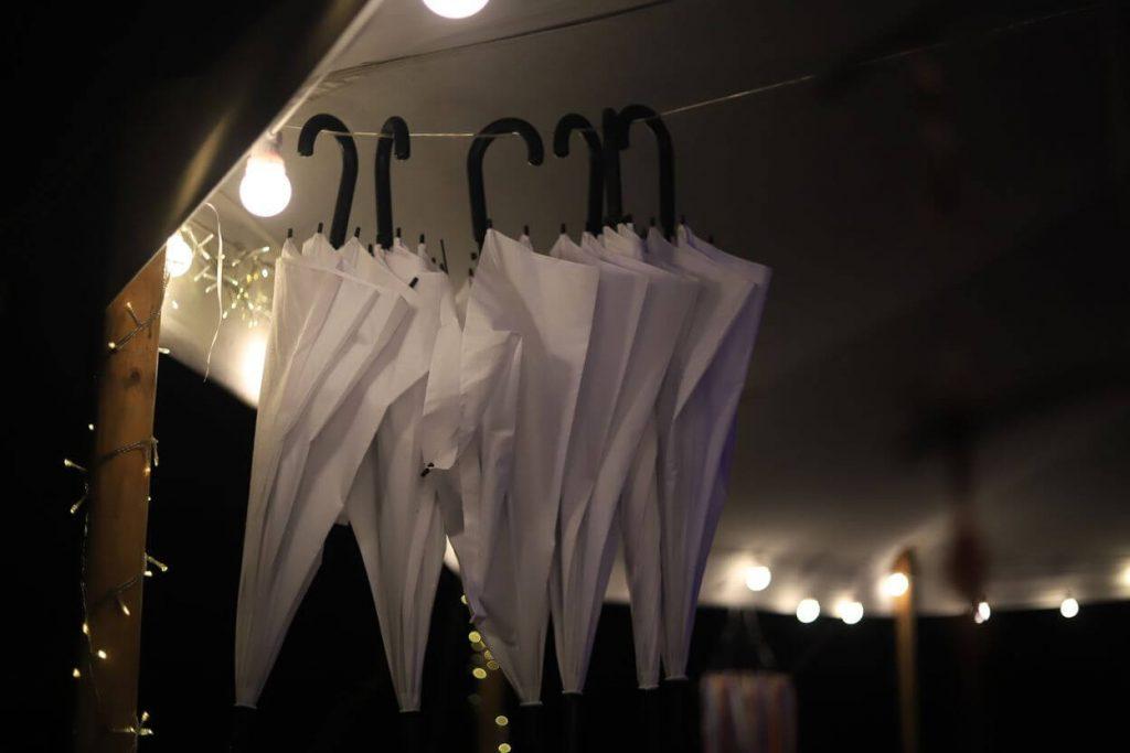 žárovkový řetěz na svatbě