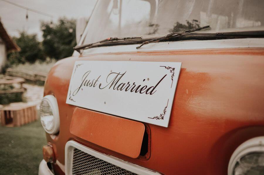 Jak nazdobit svatební auto - Just Married